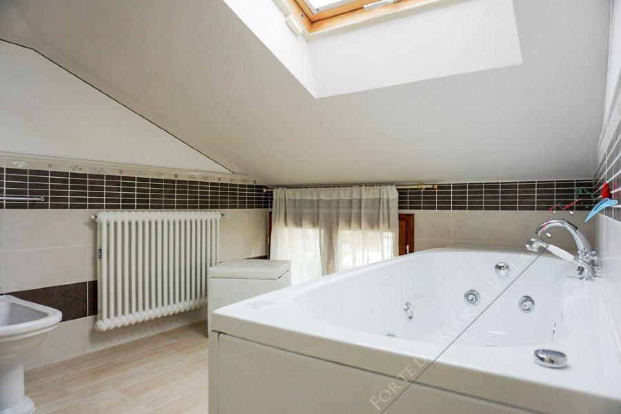 Villa Romantica : Bathroom with tube