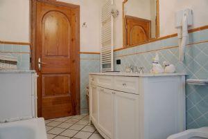 Appartamento Ferdinando : Ванная комната с ванной