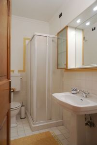 Appartamento Ferdinando : Ванная комната с душем