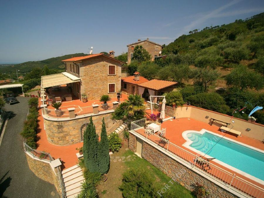Villa Arianna detached villa to rent Pietrasanta