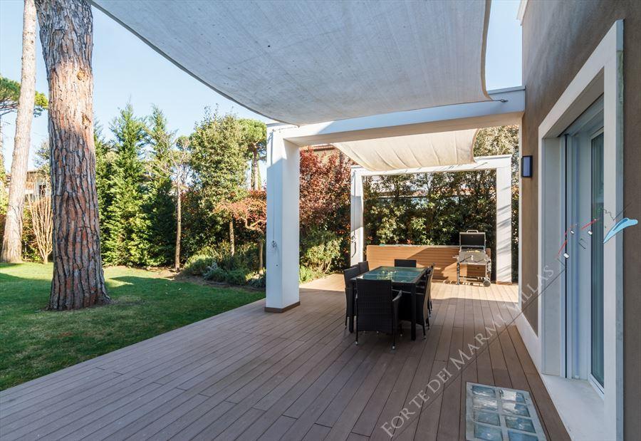 Villa New Roma Imperiale  : Outside view