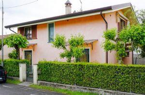 Villa Rosa villa singola in affitto e vendita Fiumetto Marina di Pietrasanta