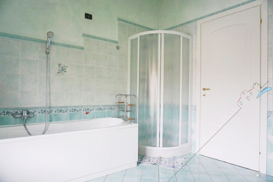 Villa Rosa : Bathroom with shower