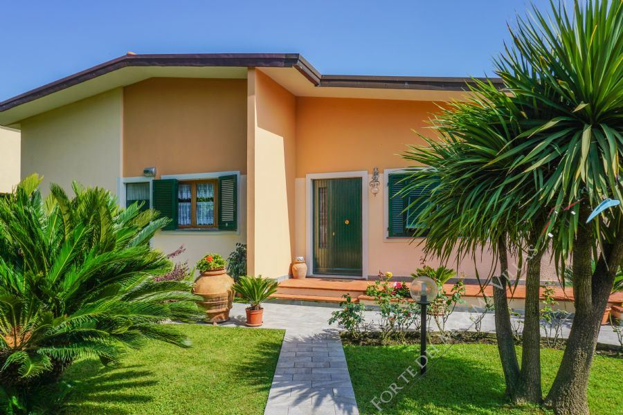 Villa Carina detached villa to rent and for sale Forte dei Marmi