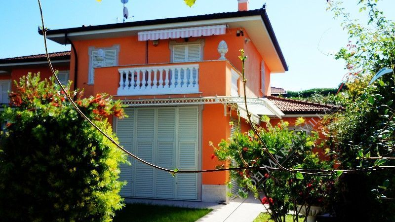Villa Mandarina detached villa to rent and for sale Forte dei Marmi
