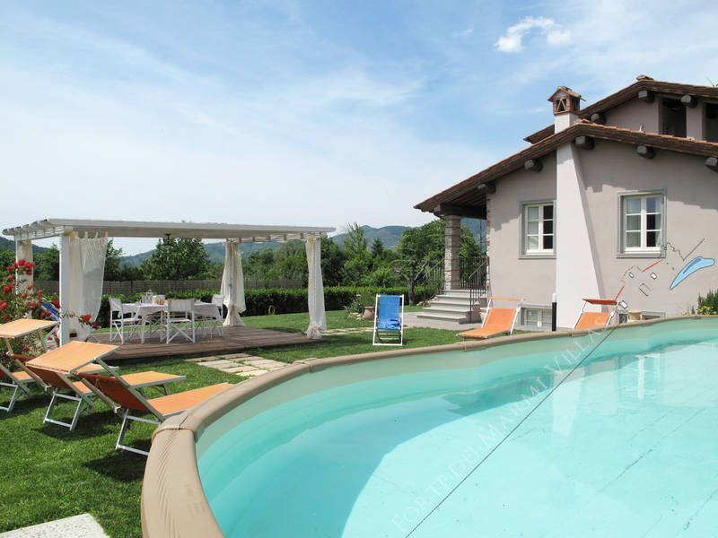 Villa Sorriso detached villa to rent and for sale Camaiore