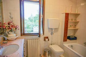 Villa Splendida : Ванная комната с ванной