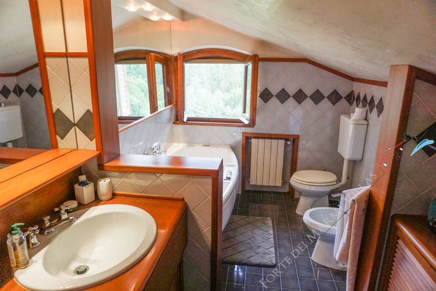 Villa Splendida : Bathroom with tube
