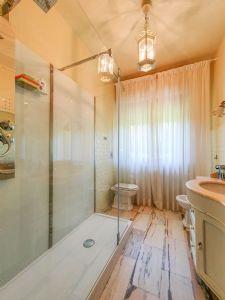 Villa Donatello : Bagno con doccia