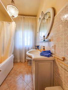 Villa Donatello : Bagno con vasca