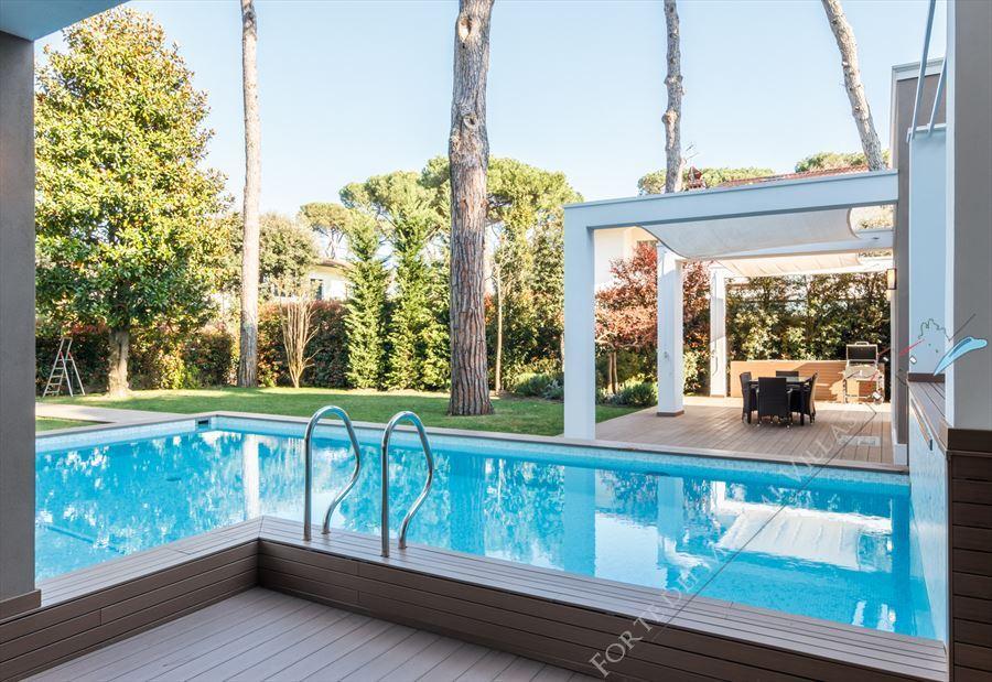 Villa New Roma Imperiale  : Piscina