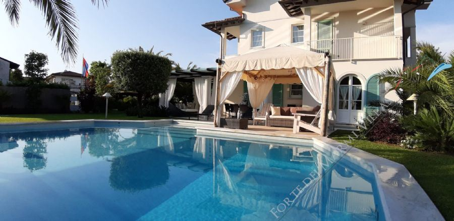 Villa Simpatica  semi detached villa to rent and for sale Forte dei Marmi