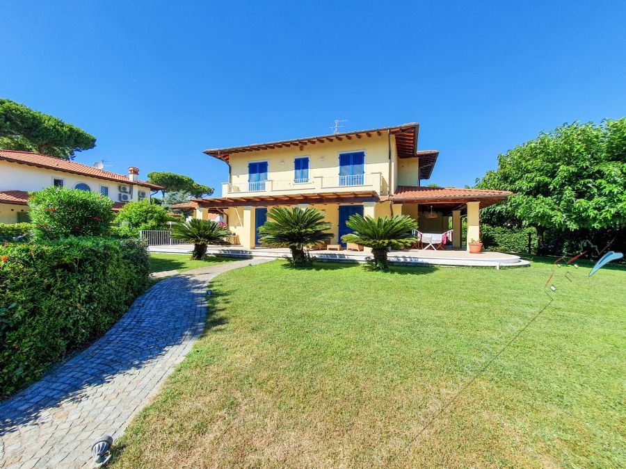 Villa Primavera detached villa to rent Forte dei Marmi