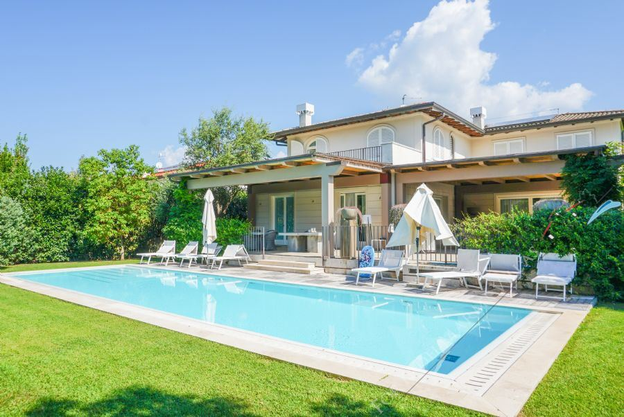 Villa Brenda detached villa to rent and for sale Forte dei Marmi