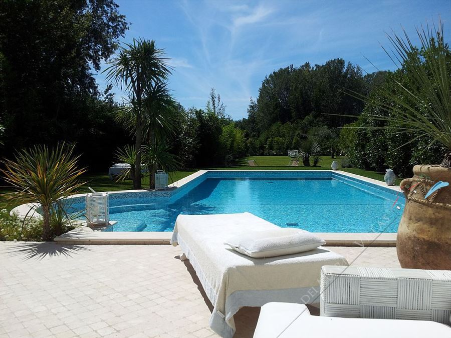 Cristal  Villa  detached villa to rent and for sale Forte dei Marmi