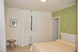Villa Butterfly : спальня с двуспальной кроватью