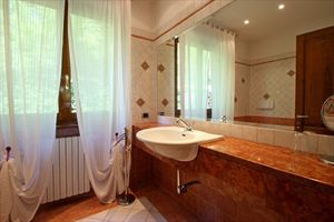 Villa Aura  : Bathroom with shower