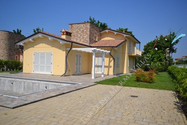 Villa Ninfea Gialla Отдельная вилла  на продажу  Пьетрасанта