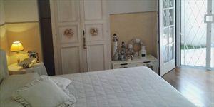 Villa  Costes con dependance  : спальня с двуспальной кроватью