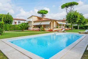 Villa Mareggiata  villa singola in affitto Centro Forte dei Marmi
