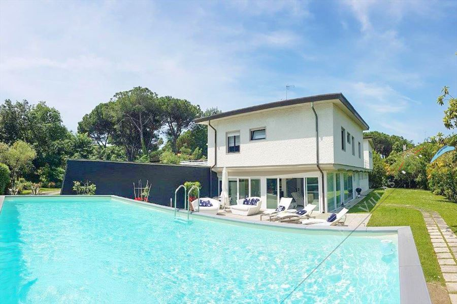 Villa Ronchi Beach  detached villa to rent and for sale Ronchi