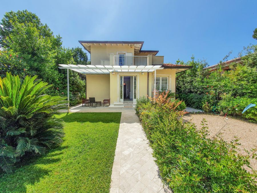 Villa Fiona detached villa to rent and for sale Forte dei Marmi