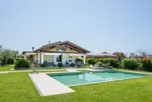 Villa Italia : detached villa to rent and for sale Vaiana  Forte dei Marmi