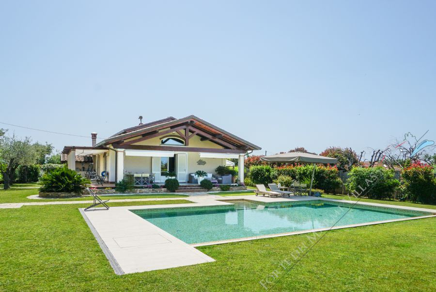 Villa Italia detached villa to rent and for sale Forte dei Marmi
