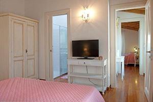 Villa Flora Roma Imperiale : спальня с двуспальной кроватью
