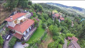 Villa Charme Toscana : Villa singola in vendita Camaiore