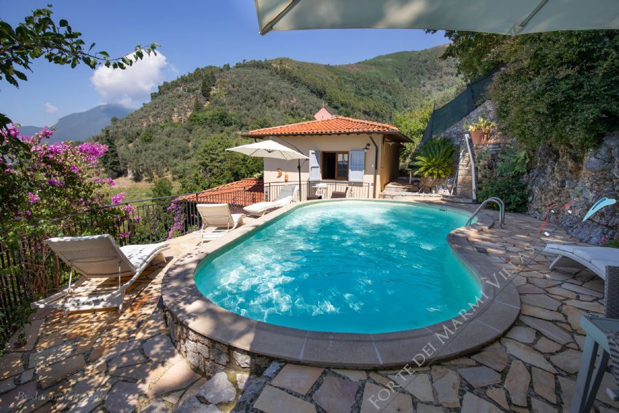 Villa Charme Toscana  detached villa to rent Camaiore