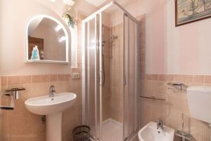 Villa Charme Toscana vista mare  : Bathroom with shower