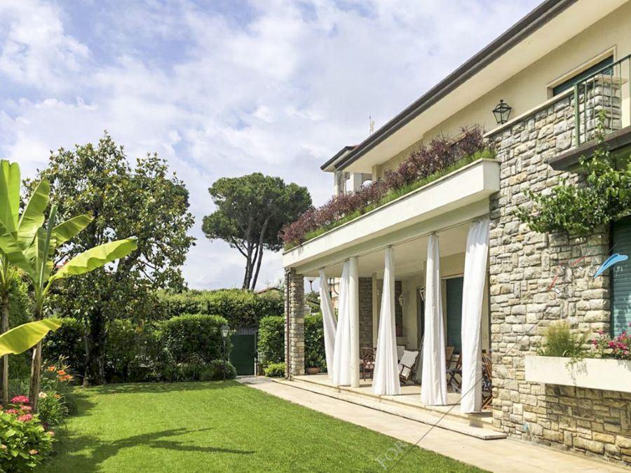 Villa  Mazzini  Detached villa  to rent  Forte dei Marmi