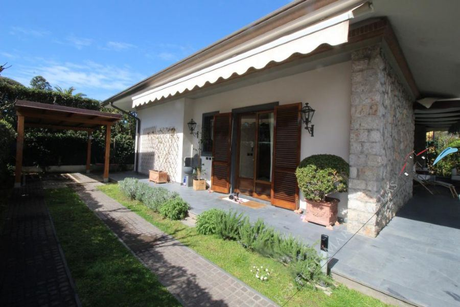 Villa  Fenice  detached villa to rent Forte dei Marmi