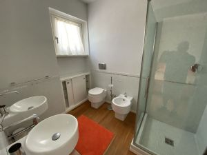 Villa  Brosio  : Bagno con doccia