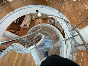 Villa  Brosio  : лестница с деревянным покрытием