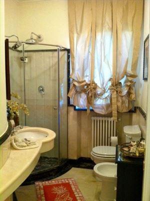 Villa Magnifica : Bagno con doccia