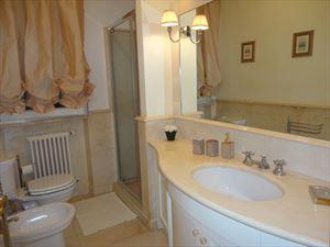 Villa Magnifica : Bathroom with tube