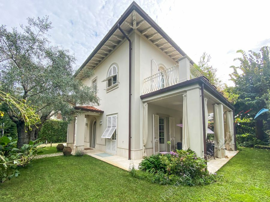 Villa Sirio  detached villa to rent Forte dei Marmi