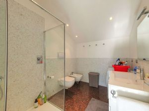 Appartamento Elite Luxe : Bathroom with shower