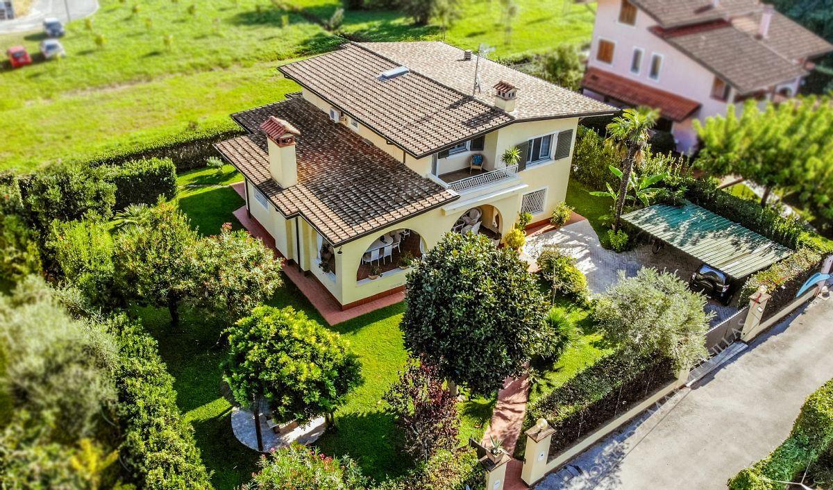 Villa Fiorita Отдельная вилла  в аренду  Форте дей Марми