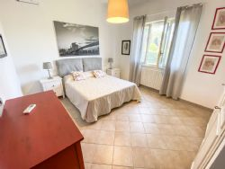 Villa Fiorita : спальня с двуспальной кроватью