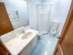 Villa Fiorita : Ванная комната с душем