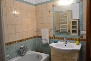 Villa Beatrice  : Bathroom with tube