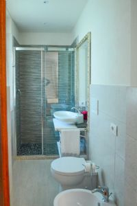 Villa Beatrice  : Bathroom with shower