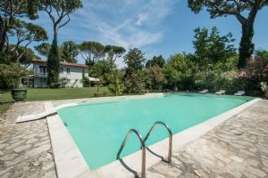 Villa Poesia : detached villa to rent and for sale  Marina di Pietrasanta