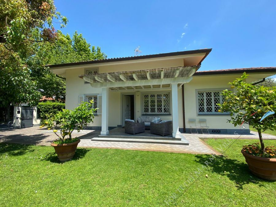 Villa Luce detached villa to rent Forte dei Marmi