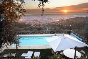 Rustico Pietrasanta    : Outside view