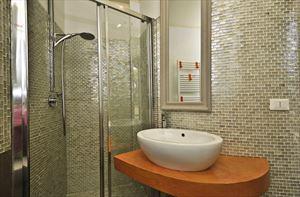 Villa Alloro : Bagno con doccia