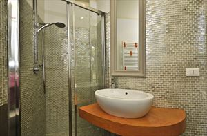 Villa Alloro : Ванная комната с душем